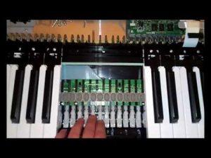 how do digital pianos work