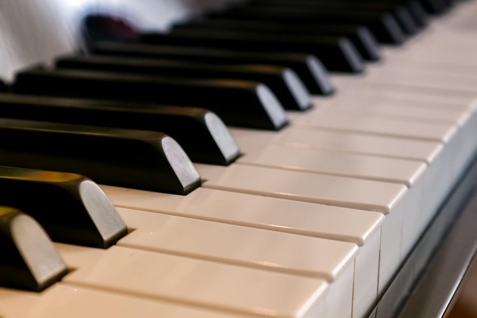 how many keys does a piano have